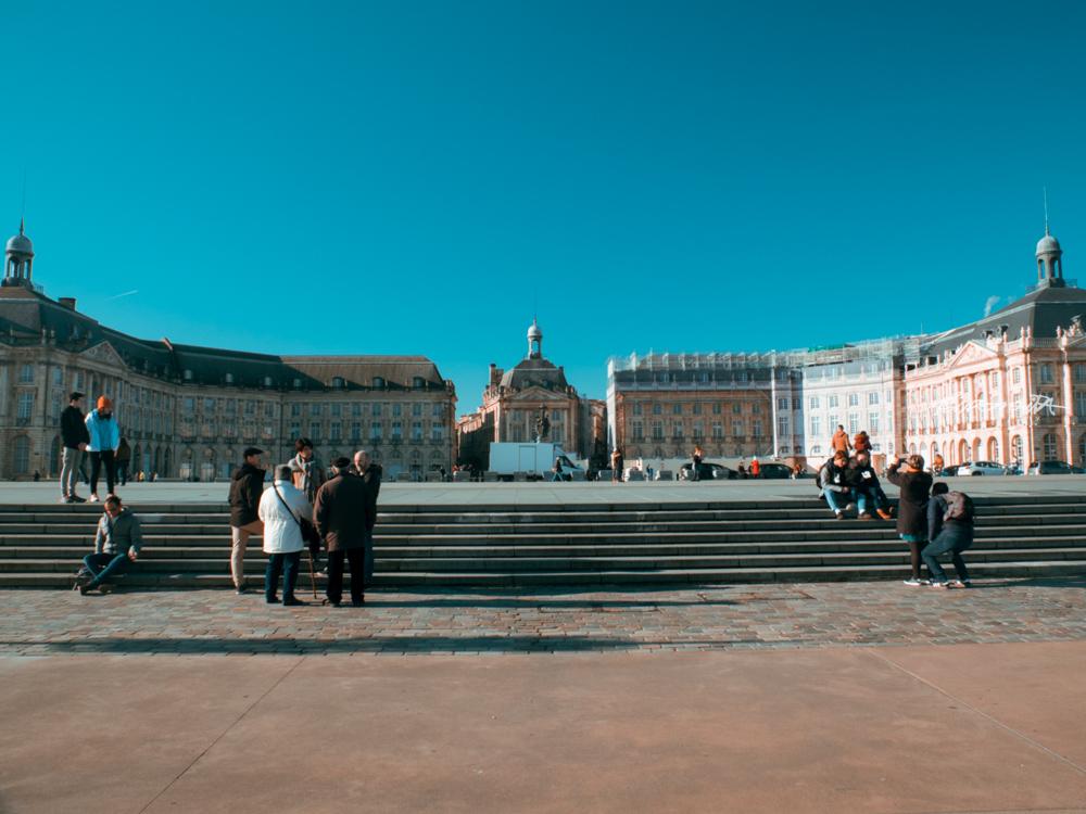 Grande Praça com escadaria