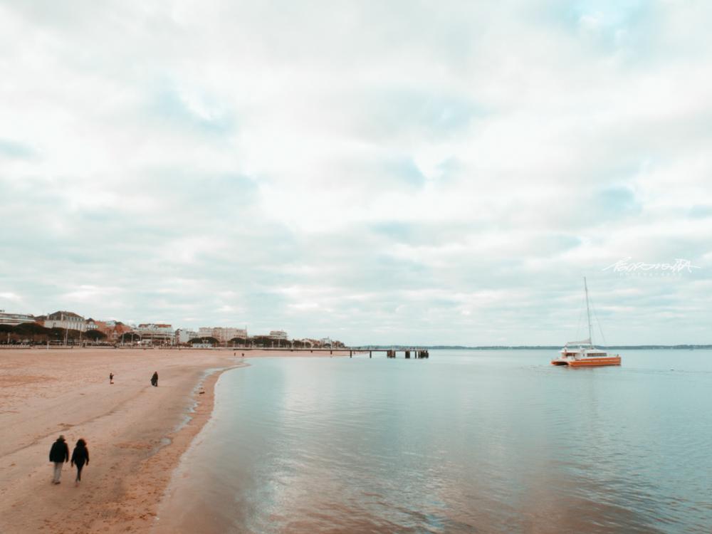 Praia com baía em França