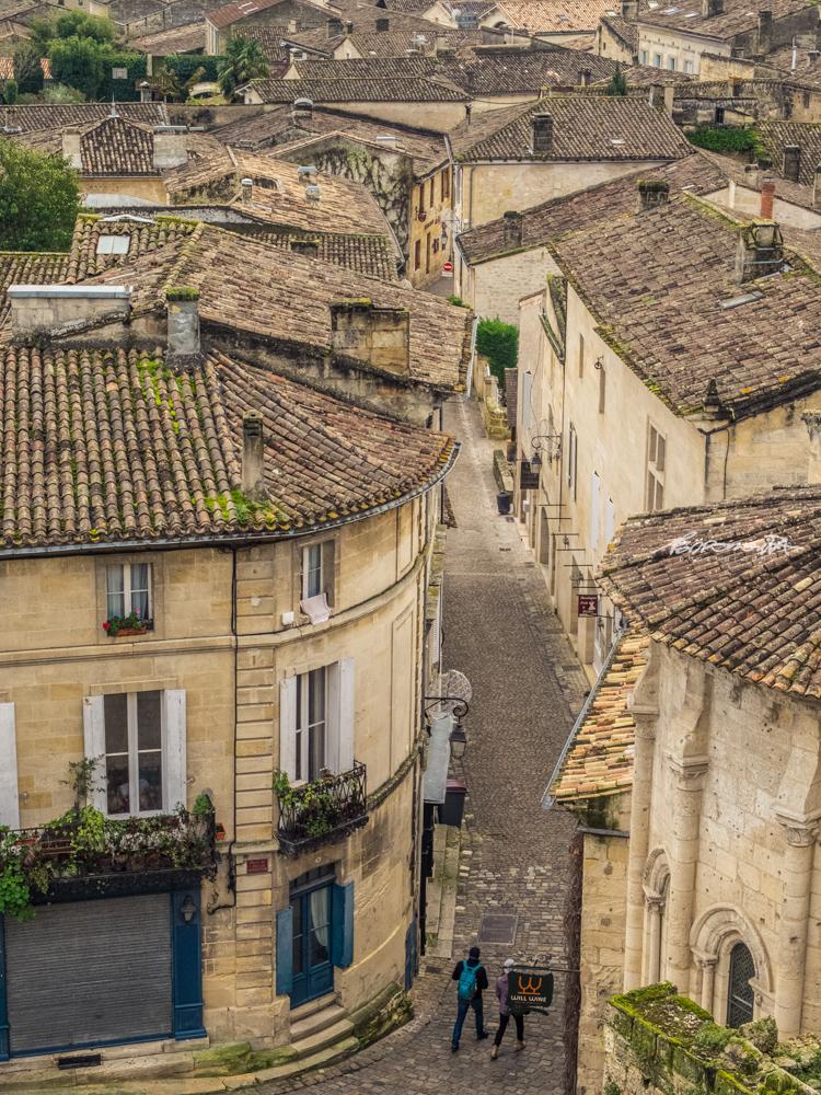 Ruas com casas medievais em Sain-émilion