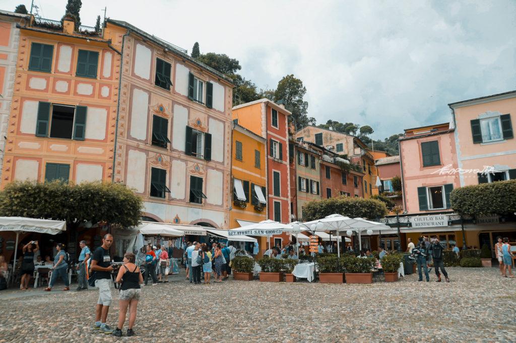 Turistas em Portofino