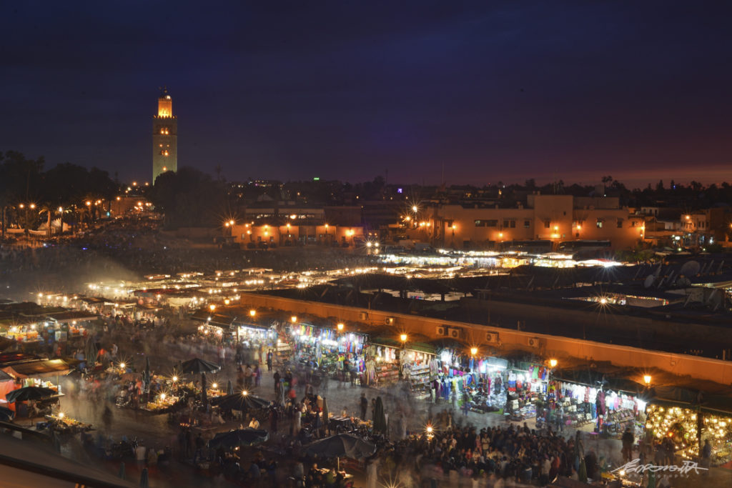 Noite na praça Djeema el Fna