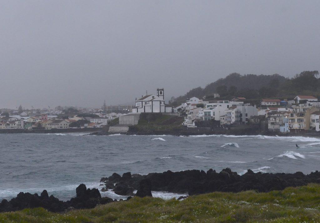 Paisagem da Igreja de São Roque, vista do Pópulo nos Açores