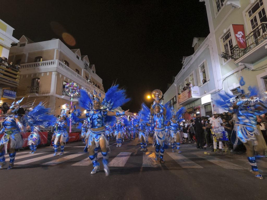 grupos de Carnaval a desfilar na avenida