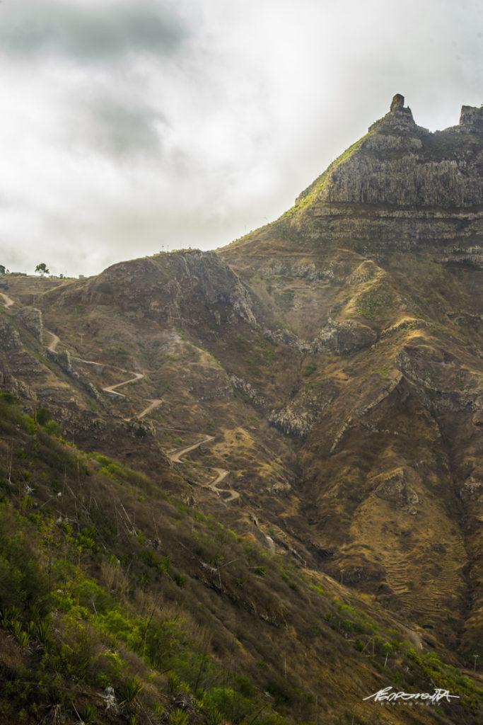 trilhos na montanha