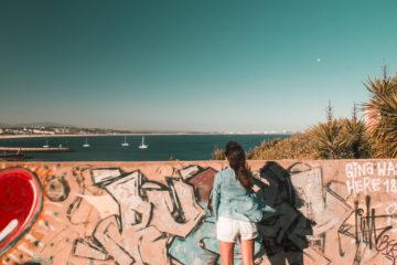 paredão com vista para o mar
