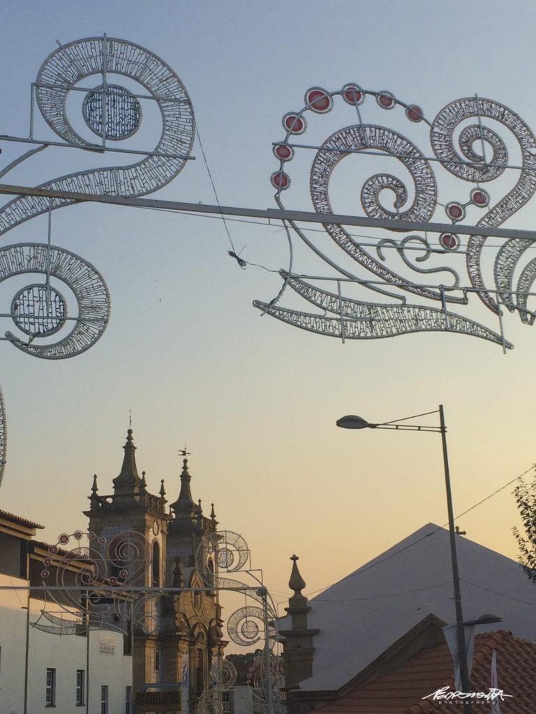Pormenor da cidade de Gouveia com igreja