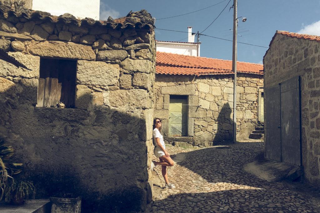 Casas de granito na aldeia