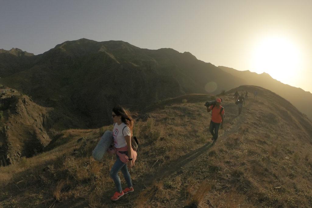 pessoas caminham na Serra Malagueta, Cabo Verde